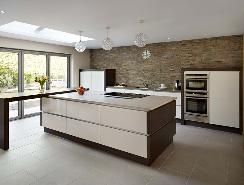 Island Modular Kitchen in contrast